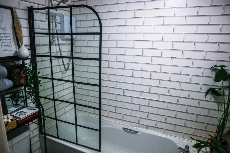 What I Rent: Beverley, £450 a month for a one-bedroom flat in Leeds - the bathroom