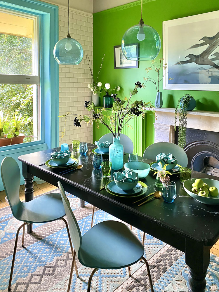 What I Rent: Anna, Crystal Palace - bright green wall in the kitchen