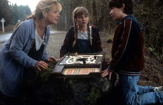 Bonnie Hunt And Kirsten Dunst In 'Jumanji'