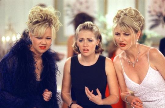 Aunt Hilda (Caroline Rhea), Sabrina (Melissa Joan Hart) and Aunt Zelda (Beth Broderick) in Sabrina the Teenage Witch