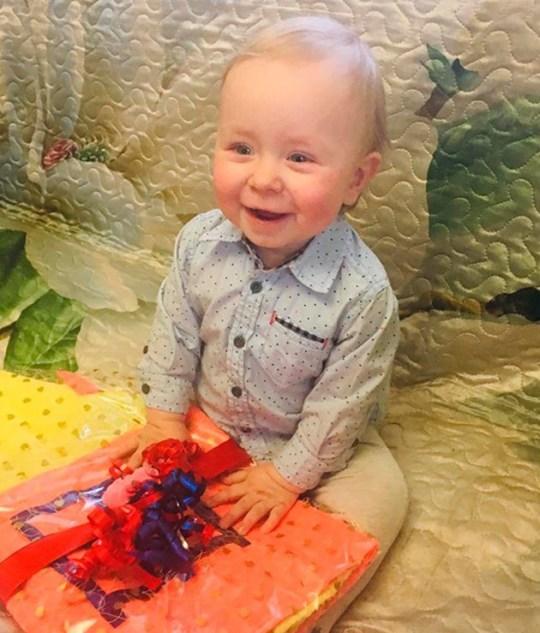 Un enfant de 2 ans `` étranglé à mort et jeté au four par ses grands-parents ''