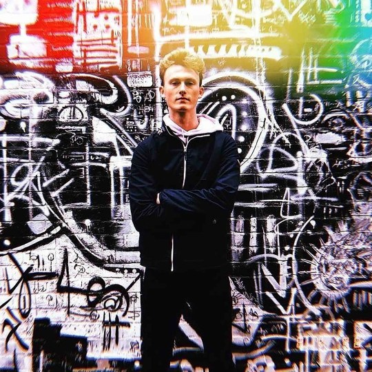 Picture of Nial against grafitti wall