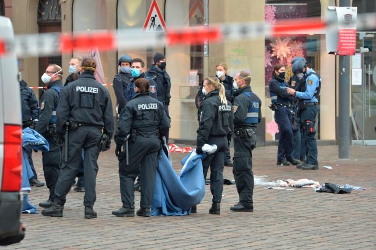 Une rue est bloquée par la police à Trèves, en Allemagne, le mardi 1er décembre 2020.