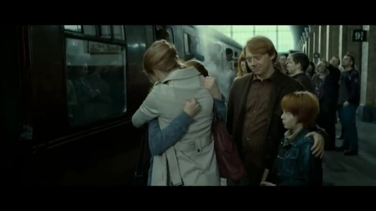 Rupert Grint as Ron Weasley and Emma Watson as Hermione Granger n Harry Potter and the Deathly Hallows part 2