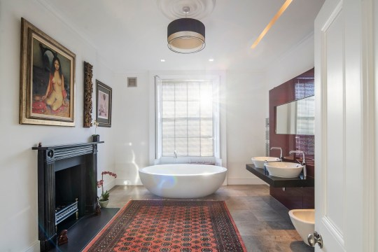 What a stunning bathroom