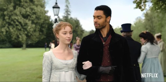 Rege-Jean Page as Simon Basset and Phoebe Dynevor as Daphne Bridgerton in Bridgerton