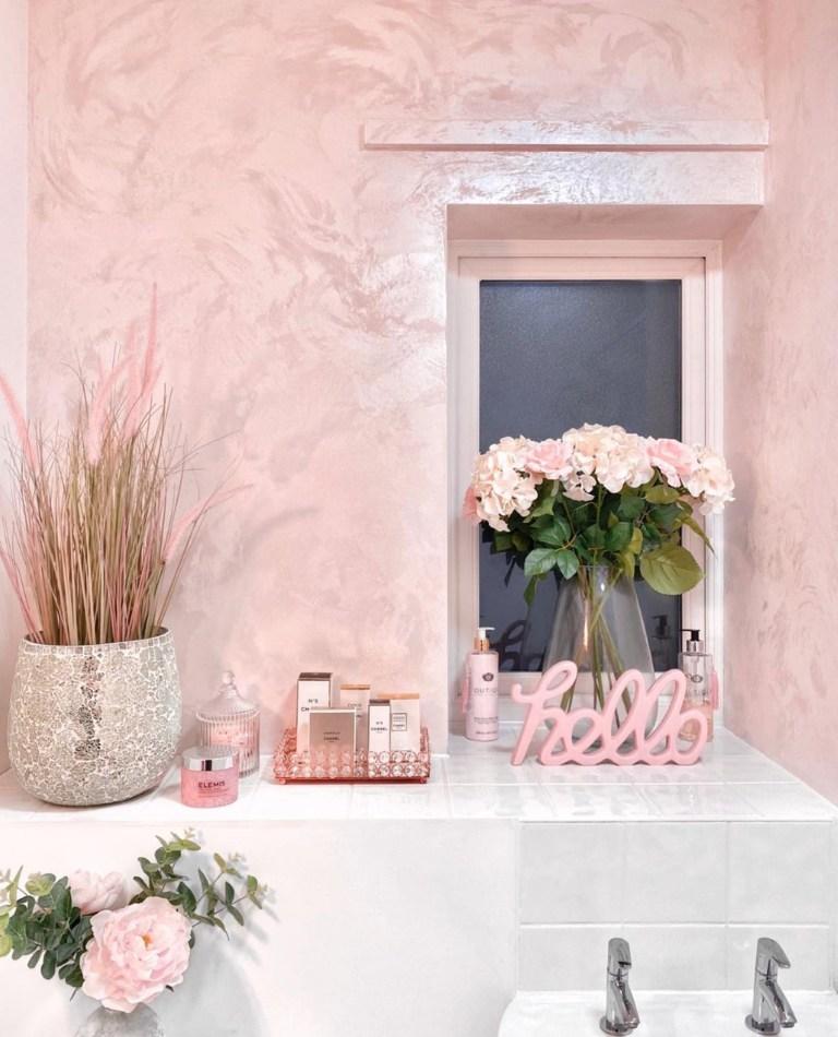 Ria-Louise's pink bathroom