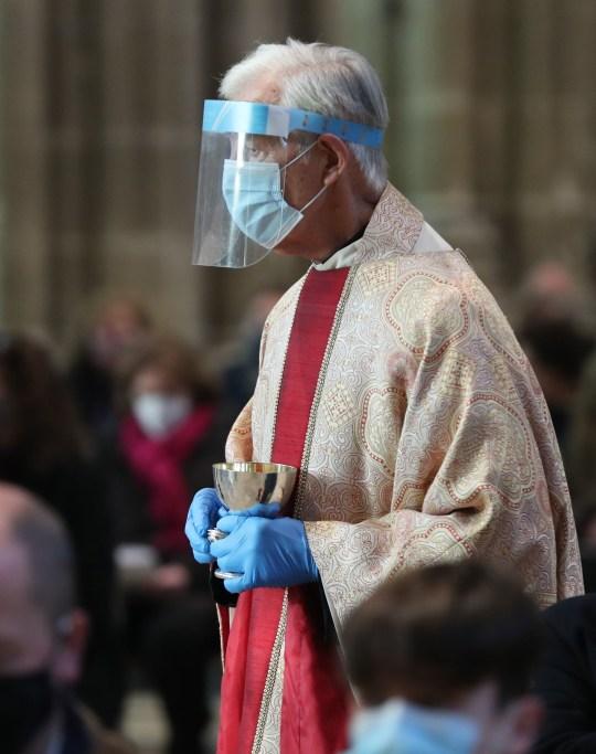 Le pape François a utilisé Urbi et Orbi de cette année pour exhorter les pays à se rassembler et à partager le vaccin afin que les pays les plus pauvres ne soient pas laissés en attente du coup.