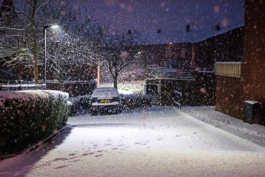 MERCURY PRESS. 31/12/20. Horwich, UK. (Pictured: Almost 5 inches of snow has fallen overnight in the town of Horwich in Greater Manchester. Travel warnings are in place across the county, despite it moving into Tier 4 today.)