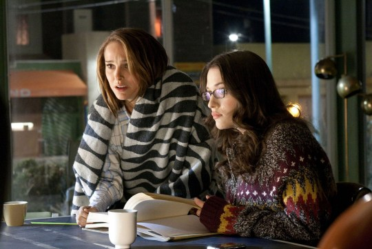Jane Foster (Natalie Portman) and Darcy Lewis (Kat Dennings) in Thor