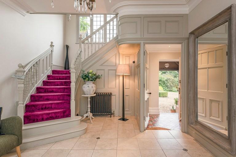 Pink staircase, Jacqueline de Rojas
