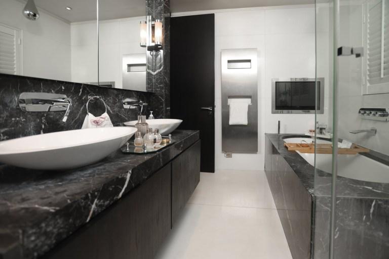 Xenia Tchoumi's bathroom
