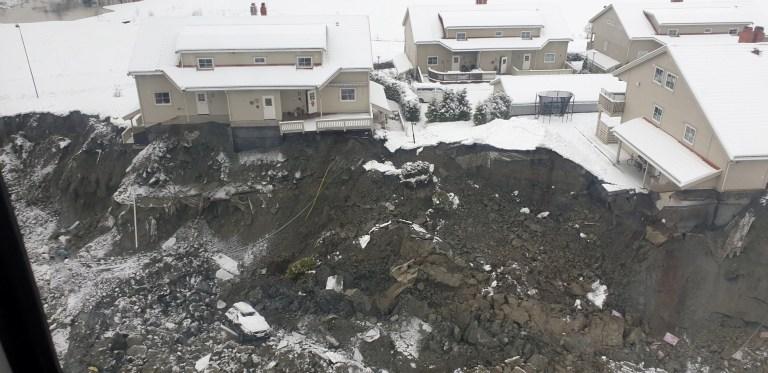 Une vue aérienne de la zone de glissement de terrain à Ask, municipalité de Gjerdrum, Norvège 31 décembre 2020. Photo prise le 31 décembre 2020. Jaran Wasrud / La Direction norvégienne des ressources en eau et de l'énergie (NVE) / NTB via REUTERS ATTENTION AUX RÉDACTEURS - CETTE IMAGE A ÉTÉ FOURNIE PAR UN TIERS.  NORVEGE OUT.  AUCUNE VENTE COMMERCIALE OU ÉDITORIALE EN NORVÈGE.  CRÉDIT OBLIGATOIRE.  REFILE - CORRECTION DE LA DATE
