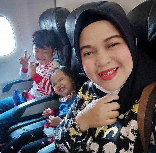 ratih windania prise sur instagram Ratih Windania a posté l'image sur Instagram juste après avoir pris le Boeing 737 à l'aéroport de Jakarta