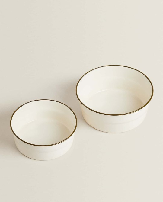 Cream enamelled food bowl