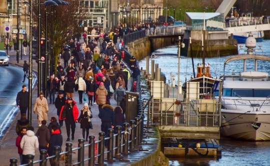 Dated: 16/01/2021 Busy scenes on Newcastle Quayside this afternoon (SAT) as crowds of people walk along the riverfront in spite of lockdown and social distancing restrictions still being in place.