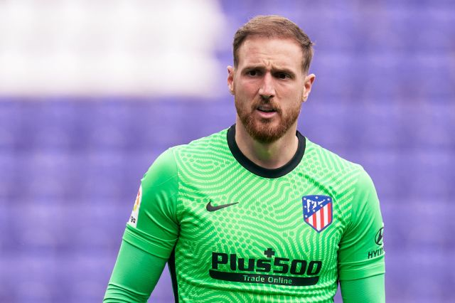 Manchester United transfer target looks on during Jan Oblak's La Liga clash with Real Valladolid