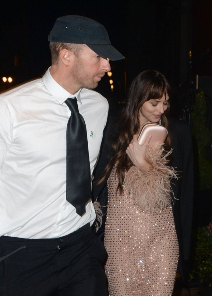 BGUK_2242782 - London, UNITED KINGDOM - *EXCLUSIVE* *WEB MUST CALL FOR PRICING* Cold play star Chris Martin and longtime girlfriend Dakota Johnson spotted at the Claridges Hotel in London. The star can be seen wearing a shirt and tie along with a pair of chunky trainers and standout neon pink laces. Pictured: Chris Martin, Dakota Johnson BACKGRID UK 13 OCTOBER 2021 UK: +44 208 344 2007 / uksales@backgrid.com USA: +1 310 798 9111 / usasales@backgrid.com *UK Clients - Pictures Containing Children Please Pixelate Face Prior To Publication*
