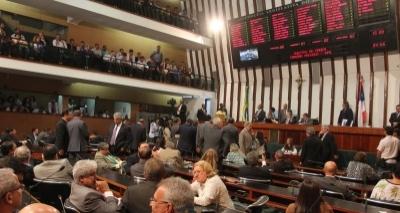"""Deputado baiano que falta sessão tem dia cortado: """"Plenário só anda cheio"""""""