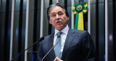 Presidente do Senado continua internado em São Paulo