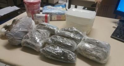 Polícia apreende 1kg de drogas em encomenda nos Correios