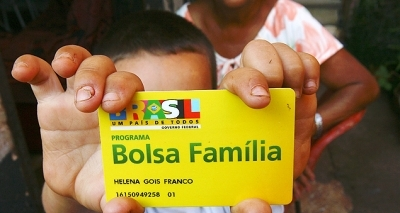 Com 543 mil famílias a menos, Bolsa Família tem a maior redução mensal da história