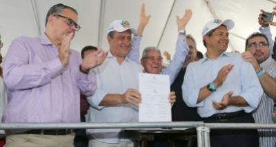 Em Jacobina, Rui assina convênios do Pró-Semiárido e autoriza investimento de R$ 221 mi na Cerb