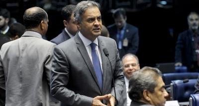 Aécio reconhece desembarque do PSDB do governo: ʹVamos sair pela porta da frenteʹ
