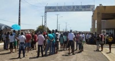 Manifestantes fazem protesto contra privatização da Chesf em Paulo Afonso