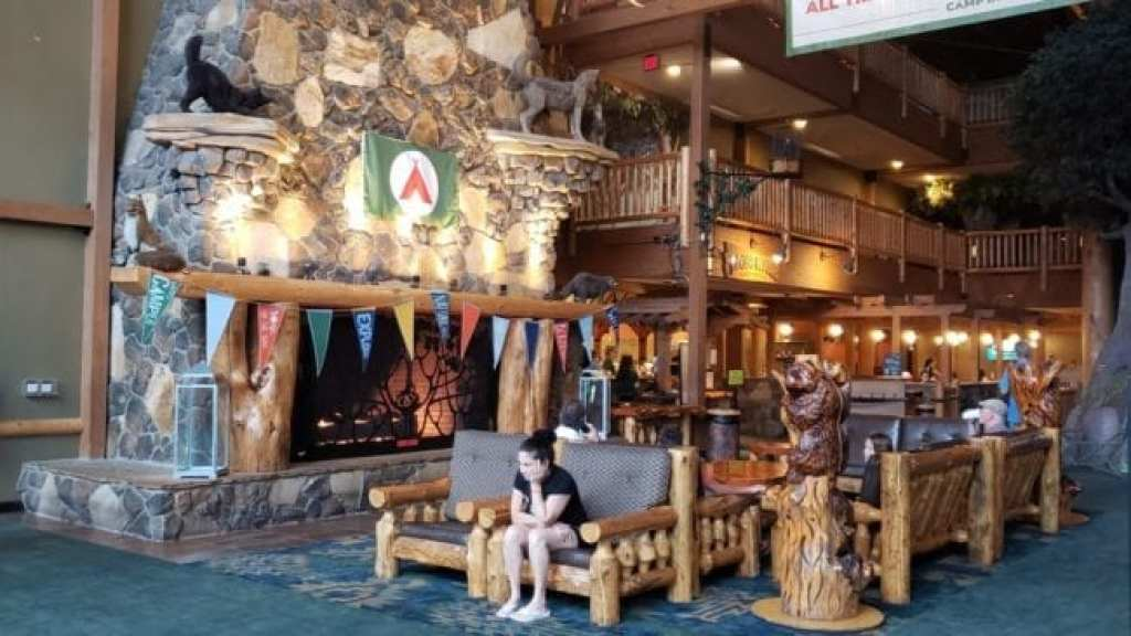 Great Wolf Lodge PA Lobby