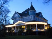 Queen Anne on Wick Park during the holidays.