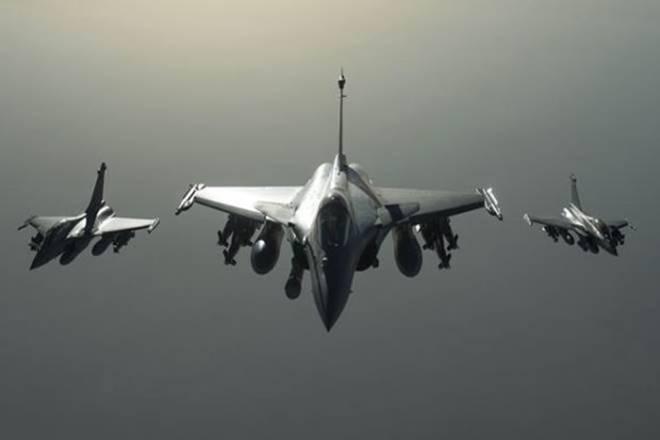 चीन से तनाव के बीच अगले महीने भारत पहुंच रहा 6 राफेल विमान, दुश्मन की सीमा में घुसकर हमला करने में है सक्षम