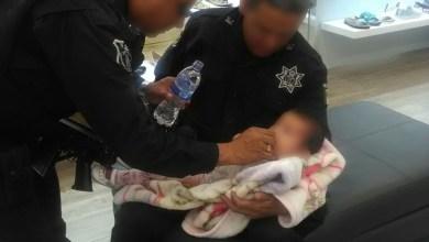 Photo of Policías rescatan a bebé abandonada en estacionamiento de Plaza San Luis