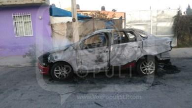 Photo of Video: Taxistas atacan pasajera, conductores de Uber y queman un vehículo
