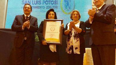 Photo of Magistrada Juana María Meza recibe presea «Potosino Distinguido»