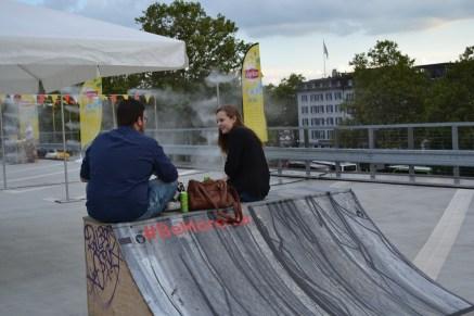 Chillen auf der Skaterampe .