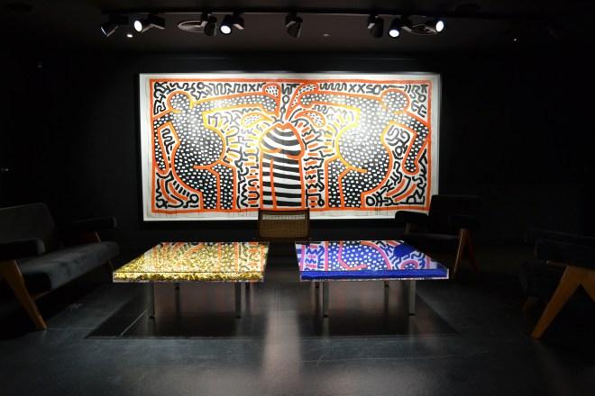 Black Room mit Werken von Keith Haring und Yves Klein (Foto: Zenz)