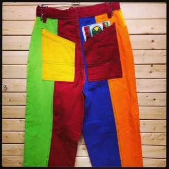 Cross Colors Pants #crosscolors #crosscolorspants #cc #vintage90s #vintagenyc #vintagedenim #vintagestyle #1990style #1992 #tribenyc #tribe #houseparty #housepartystyle #comingtoamerica #inlivingcolor