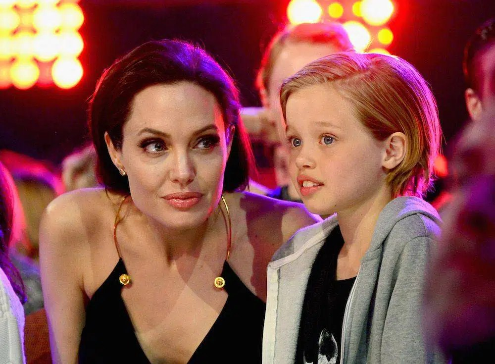 Angelina Jolie with daughter Shiloh, Pitt and the ph-value.credit: Web