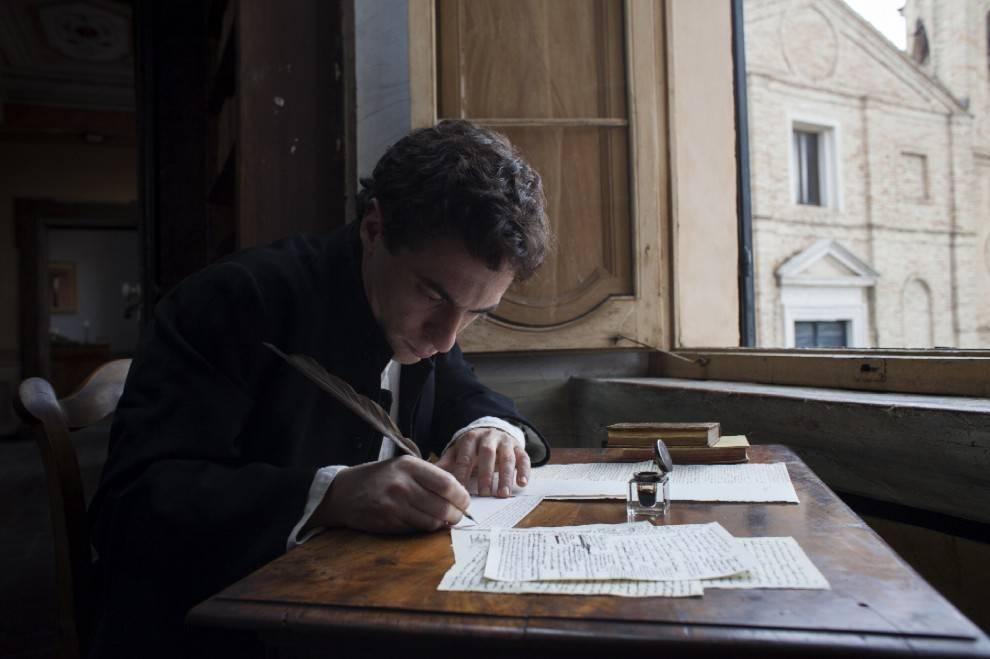 Elio Germano interpreta Giacomo Leopardi nel film: Il Giovane Favoloso - Photo Credits: 01distribution.it