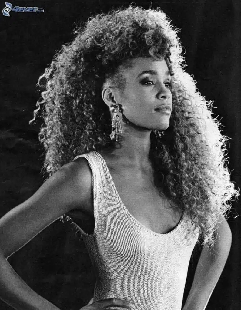 Whitney Houston nel video di I Wanna Dance With Somebody (Who Loves Me) - Ph: 4ever.eu