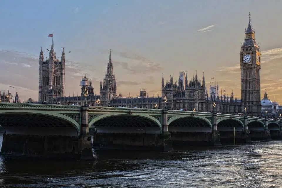 Coronavirus Regno Unito |  nuovo lockdown per 10 milioni di persone