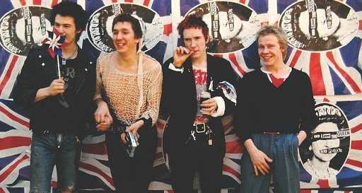 Sex Pistols, Anarchy In The UK come dito medio al movimento hippie   Memories