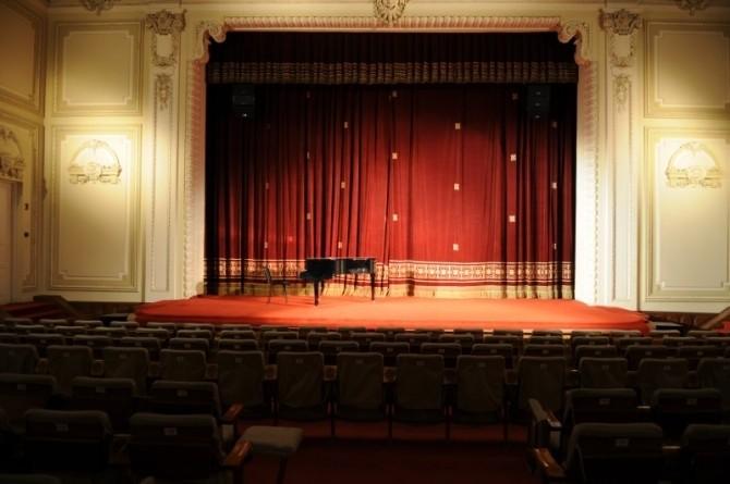 Unde poti vedea gratuit piese de teatru in Bucuresti pana