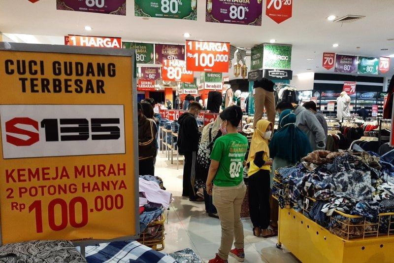 Jelang Idul Fitri Warga Tanjungpinang mulai berburu barang diskon