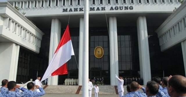 Kabulkan Gugatan LKAAM, MA Batalkan SKB 3 Menteri Terkait Seragam Sekolah