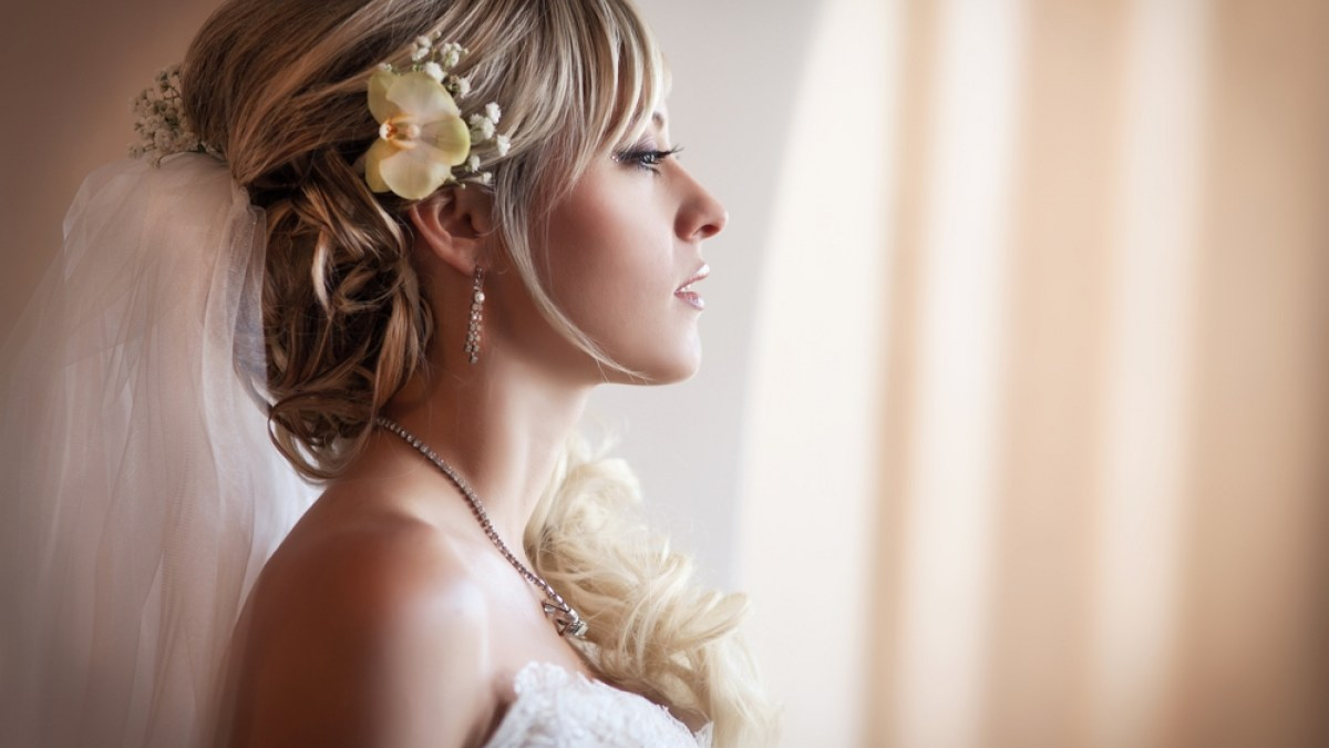5 Bridal Hair Tips You Can't Walk Down the Aisle Before Knowing
