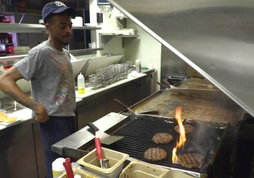 'Tomato Explosion' offers deals at restaurants, tackles hunger in St. Louis