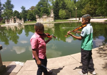Violin-playing brothers raise spirits, money for college