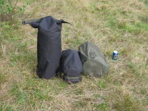 Hawu-teltta ja Sawu-kamiina kuljetuspakkauksissaan